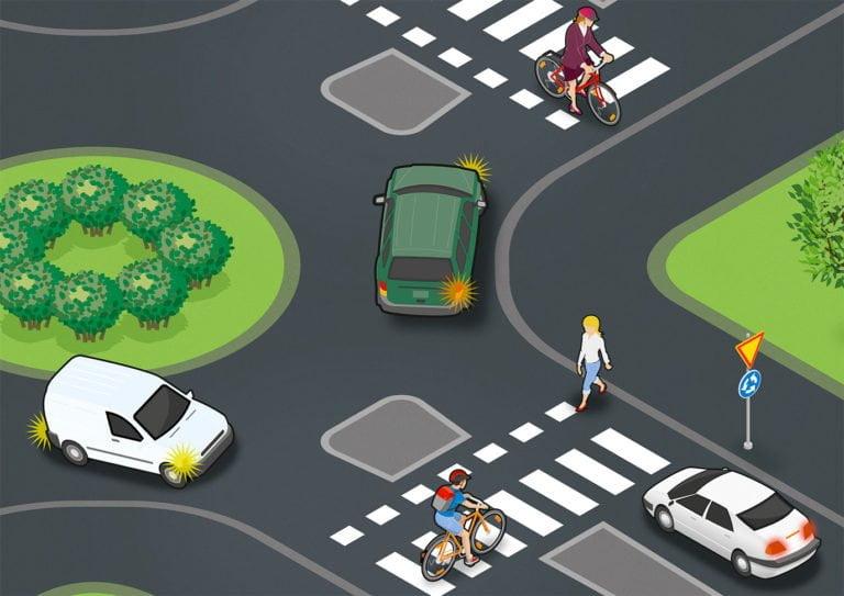 Yllättävän moni autoilija ei tunne liikenneympyrän sääntöjä