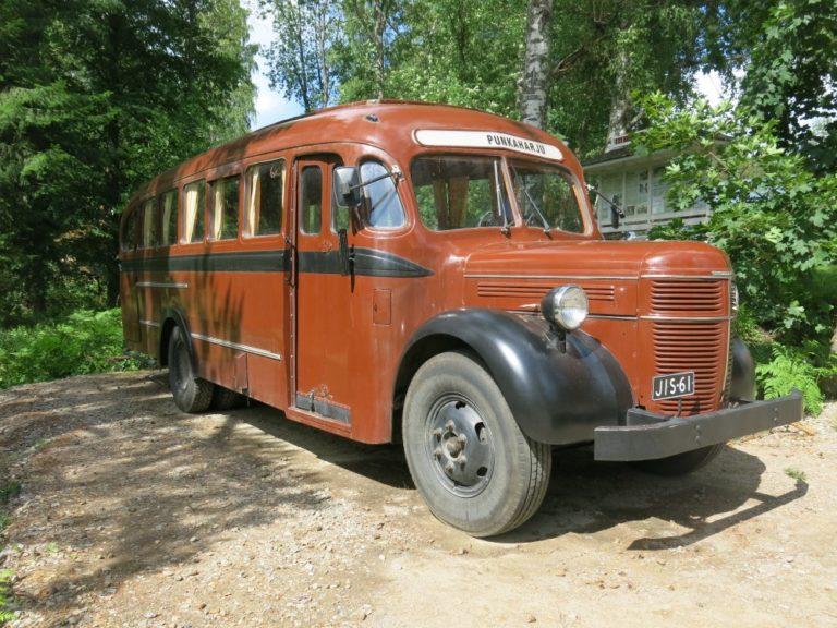 Päivän linja-auto: Tässä Volvossa alusta on vuodelta 1952 ja kori 1930-luvulta!