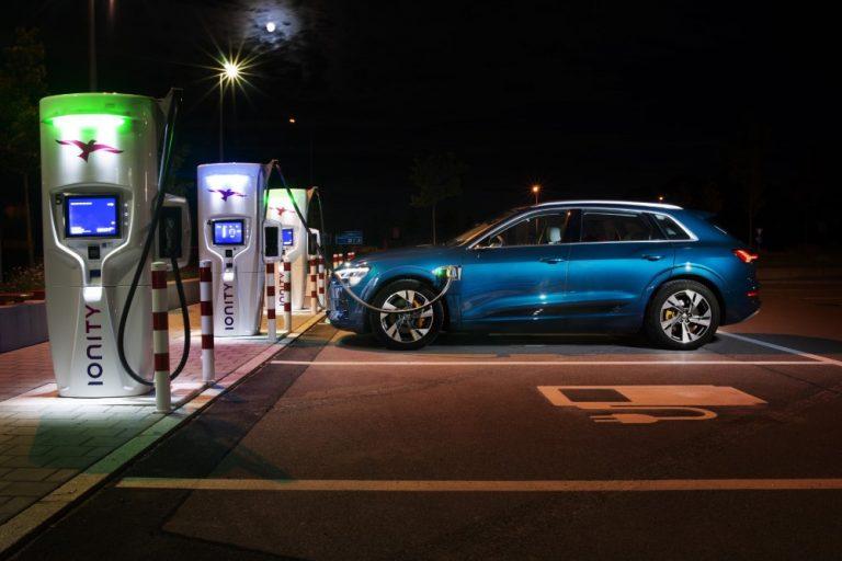 Audin sähköisen e-tron-mallin myynti vetää hyvin