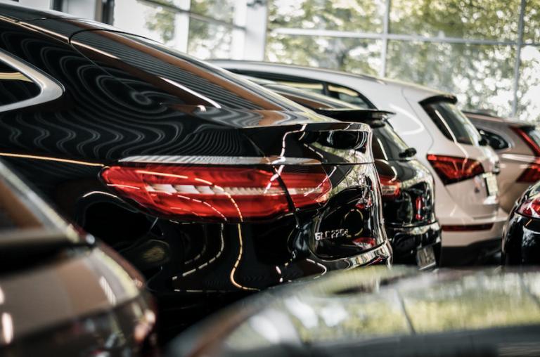 Suomalaiset ostavat nyt kalliimpia käytettyjä autoja