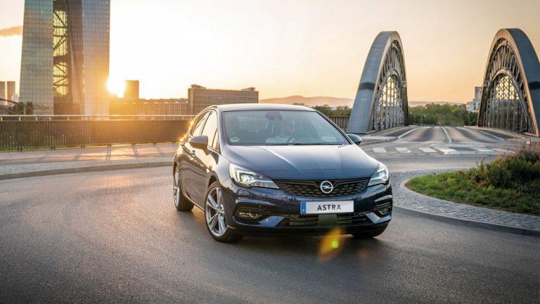 Opel Astra -mallistoon lisää vakiovarustelua ja uudet hinnat — halvin malli maksaa nyt runsaat 20 000 €