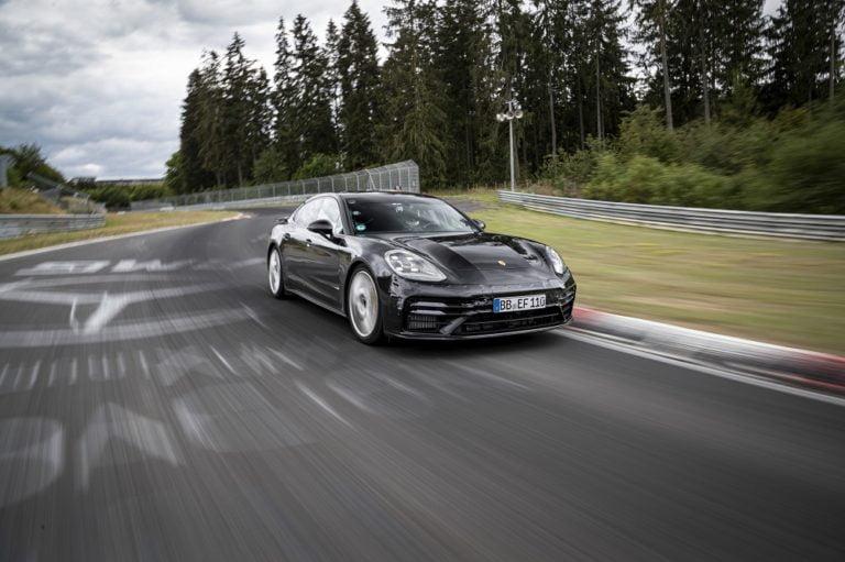 Uusi Porsche Panamera kierrosennätykseen Nürburgringin Nordschleifella