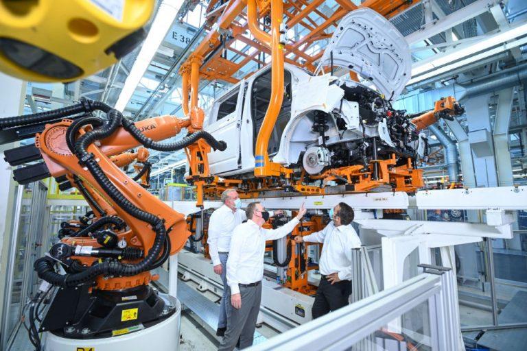 Volkswagen Hyötyautojen tehtaalla valmistaudutaan jo sähköautoihin