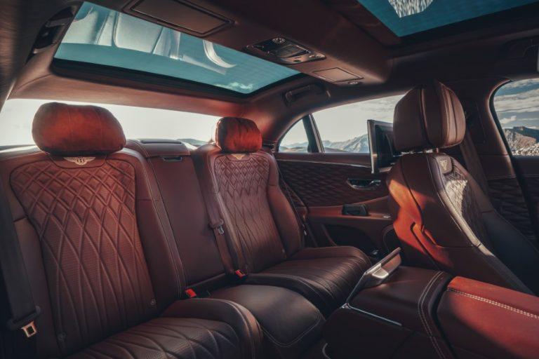 Tällainen on Bentley Flying Spur -auton matkustamo