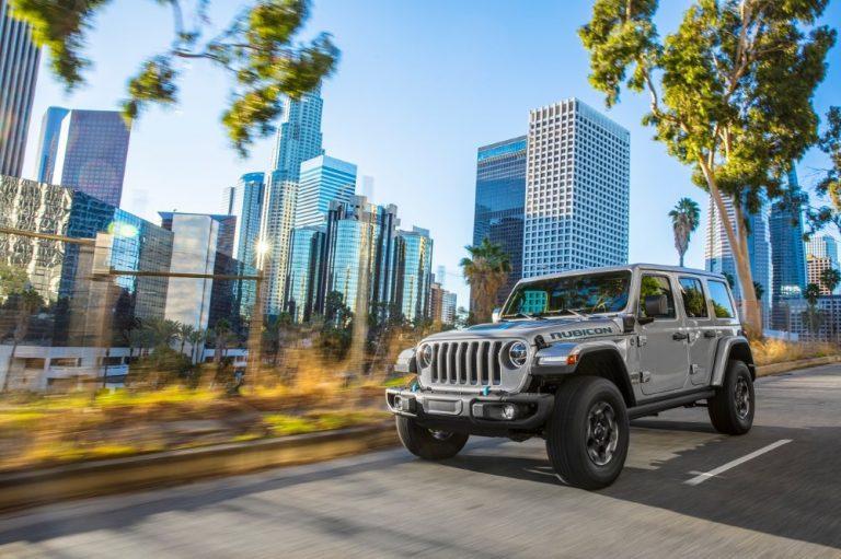 Jeepiltä taas uusi nelivetoinen ladattava hybridi