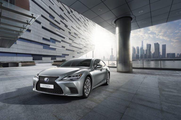 Lexus uudisti Euroopan lippulaivamallinsa