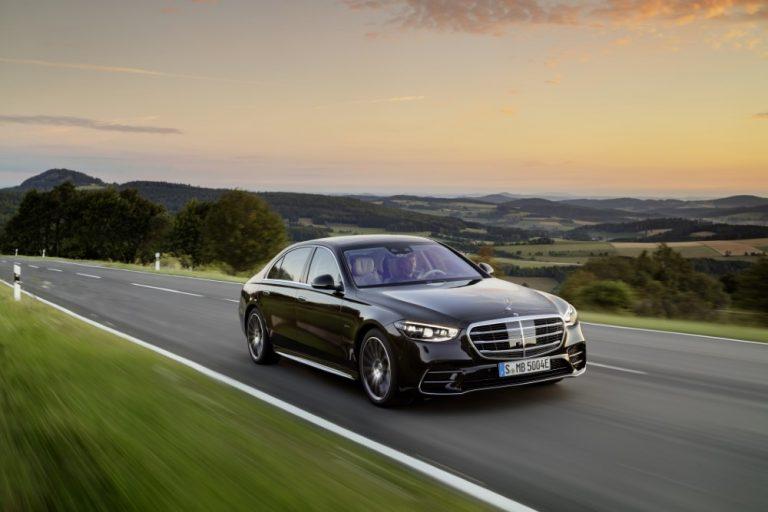 Mercedes-Benz julkisti kokonaan uuden S-sarjan — Suomeen ensi vuoden alussa