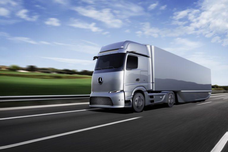 Mercedes-Benzin tulevaisuuden sähkökuorma-autolla jopa 500 kilometriä ajomatkaa