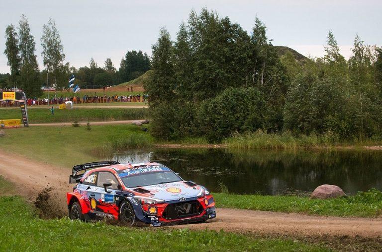 WRC: Ott Tänak ajoi Viron MM-rallin voittoon — Rovanperä nopein supererikoiskokeella