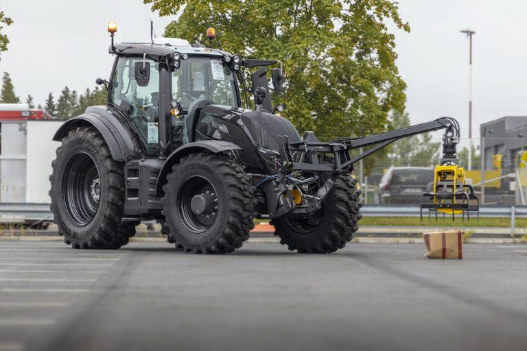 Etäohjattavaa traktoria voidaan ohjata satojen kilometrien päässä