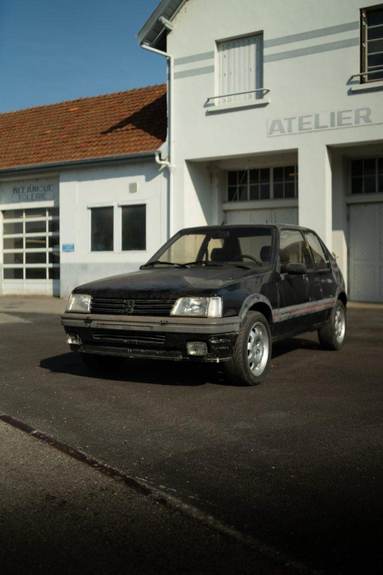 Peugeotin historiaa vaaliva seura aloittaa vintageautojen restauroinnin