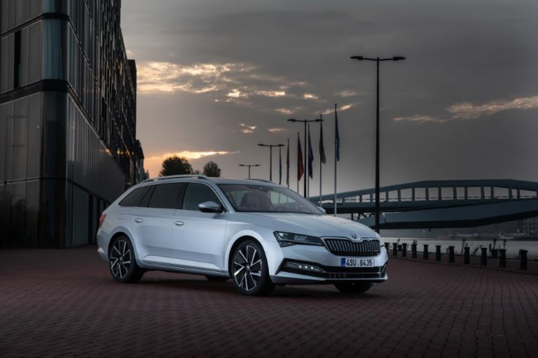 Brittiläinen Auto Express -lehti valitsi Škoda Octavian vuoden 2020 uudeksi autoksi