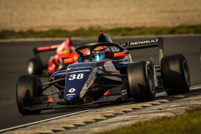 Formula Renault: William Alatalo vaikeuksien kautta pisteille Barcelonassa.