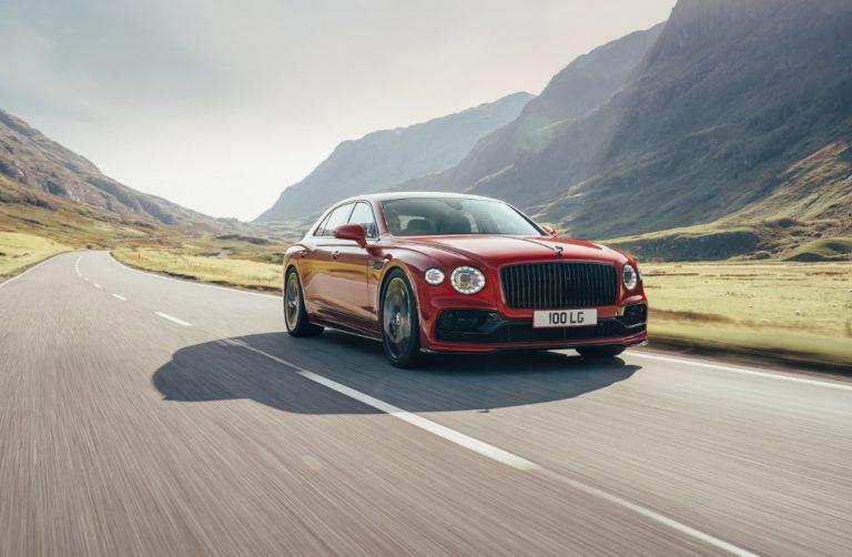 Bentley Flying Spur -malliin tarjolla nyt myös V8-moottori