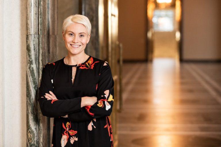 """SDP:n Riitta Mäkinen: """"Mielestäni romutuspalkkiosta tulee tehdä pysyvä"""""""