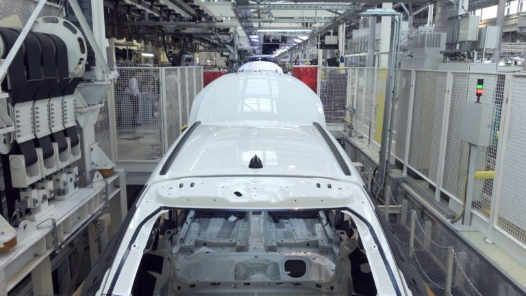 Hyvin havainnollinen video Škoda Octavian valmistuksesta