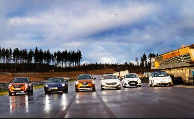 Kaksi mallia hienoisessa johdossa Autotodayn Vuoden Auto Suomessa 2021 -äänestyksessä