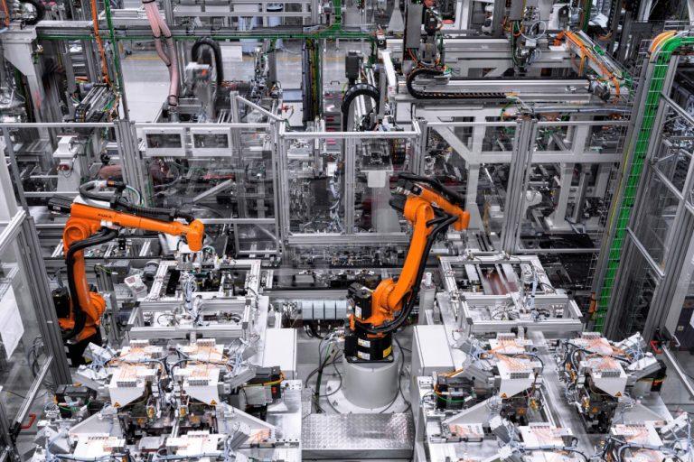 Daimler ja Geely aloittavat yhteistyön tulevaisuuden hybriditeknologiassa