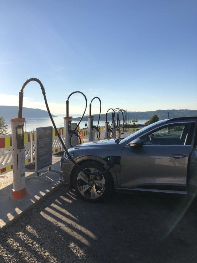 Tampereelle Suomen ensimmäinen uudenlainen suurteholatauslaitteisto sähköautoilijoille
