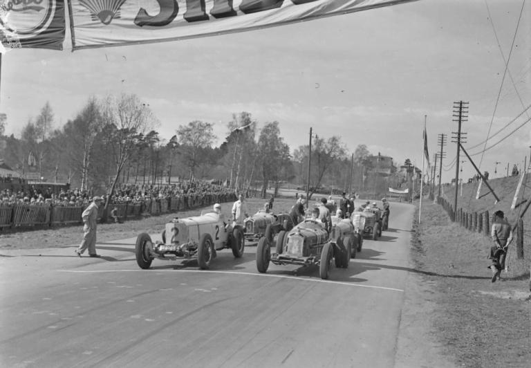 Päivän autourheilukuva: Eläintarhanajojen Grand Prix-luokan lähtö 1936
