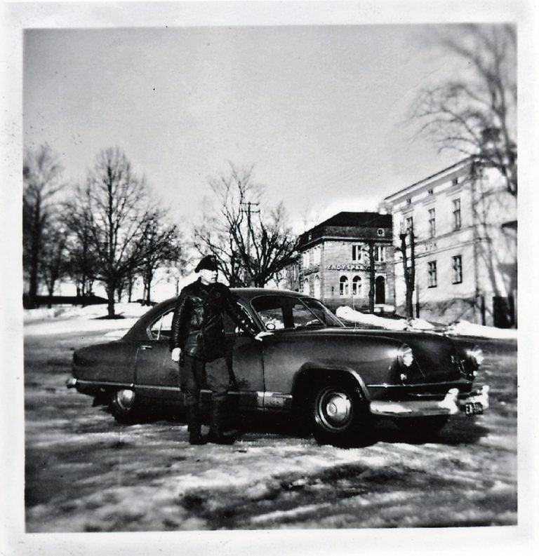 Päivän taksiauto: Taksinkuljettaja Armas Aaltonen ja Kaiser de Luxe -taksiauto