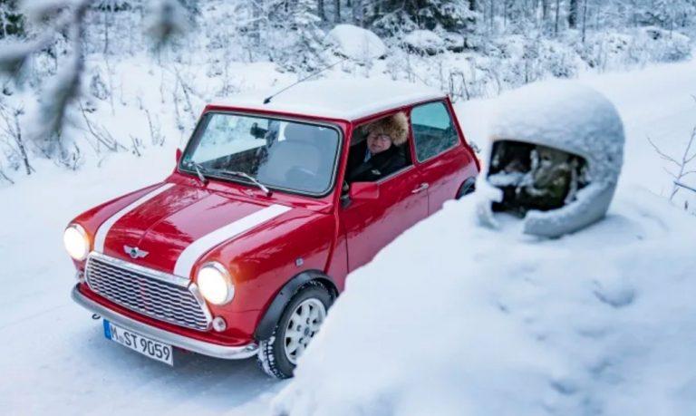Rauno Aaltonen pääsi joulun alla taas kerran Minin rattiin