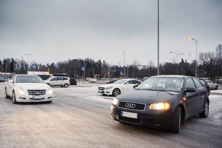 Vilkun käyttö unohtuu usein liikenneympyrässä