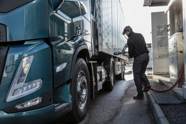 Volvo Finland tarjoaa vuoden huollot kaasukuorma-auton ostajalle