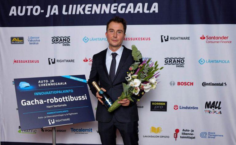 Auto- ja liikennegaala: Innovaatiopalkinto myönnettiin Gacha-robottibussin kehittäjille