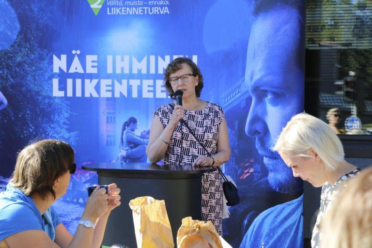 Auto- ja liikennegaala: Liikennevaikuttaja-palkinto myönnettiin Anna-Liisa Tarvaiselle