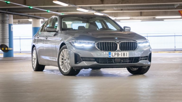 Autotoday testasi: BMW 530e xDrive A Charged Edition — taattua laatua nelivedolla varustettuna