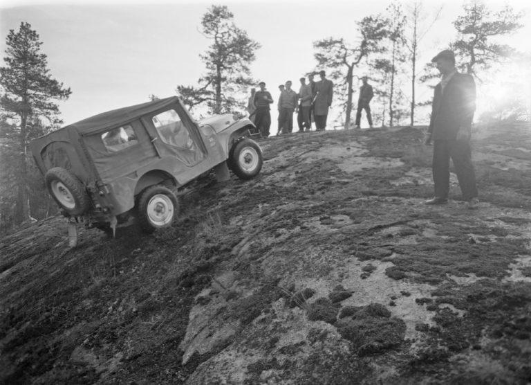 Historian havinaa: Mikä ihmeen Volkswagen Jeep kyntää Westendin peltoa?