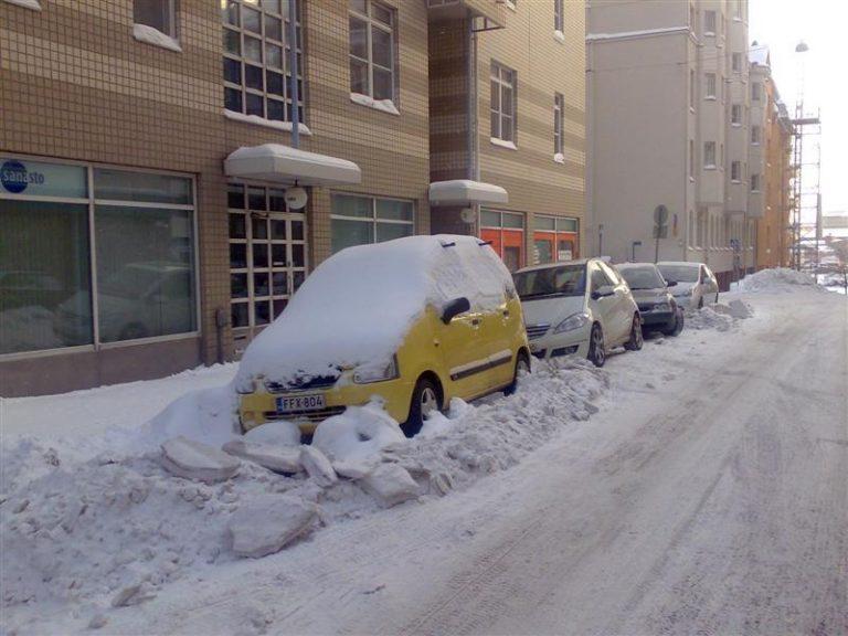 Lumi ja sohjo lisää merkittävästi peltikolareita — näin vakuutus korvaa!