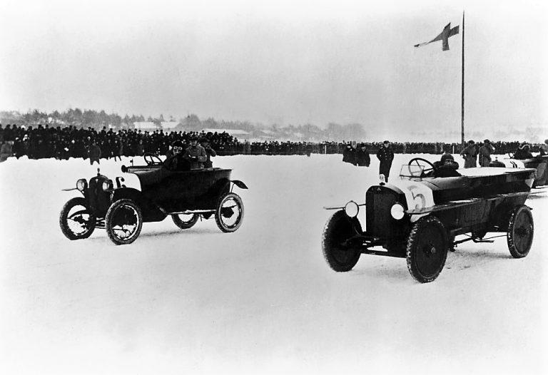 Päivän autourheilukuva: Autoilijoiden suurkilpailut Seurasaarenselällä