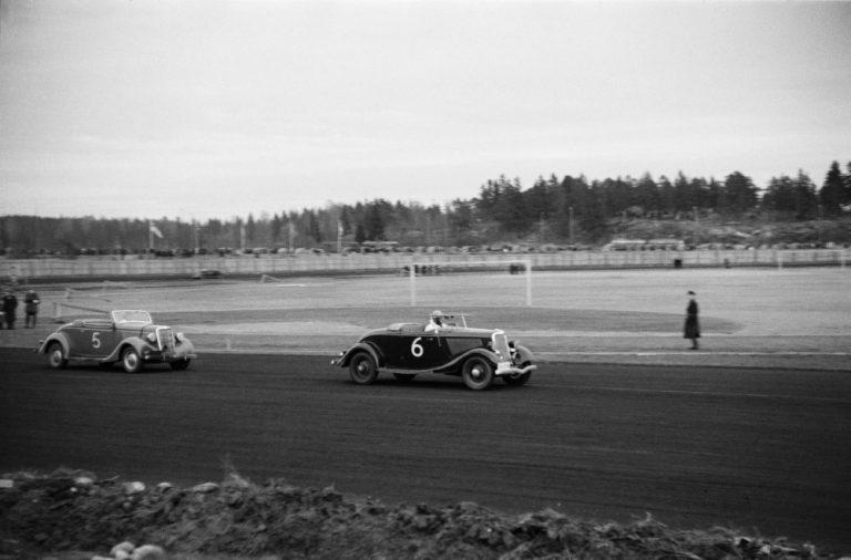 Päivän autourheilukuva: Autokilpailut Helsingin Käpylän raviradalla