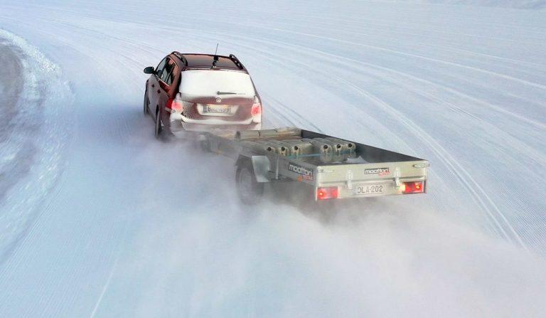 Moottorin testi: Talvirenkaita kannattaa käyttää myös kevytperäkärryssä