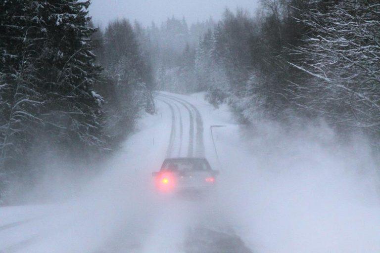 Liikenneturva: Talvikelillä ohittamisen tarpeellisuus kannattaa harkita tarkkaan!