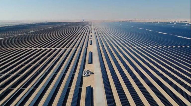 Jättimäinen aurinkovoimala vähentää BMW-autojen valmistuspäästöjä
