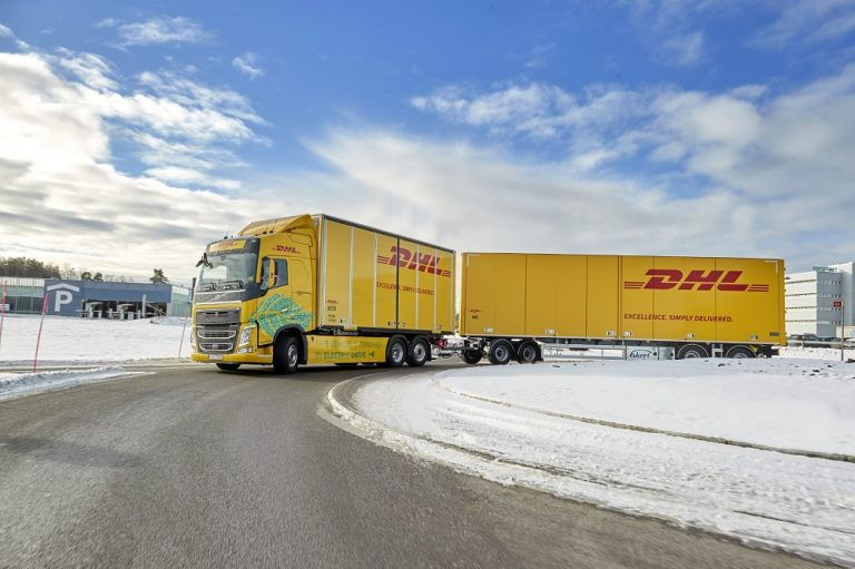 DHL Freight ja Volvo Trucks testaavat raskasta sähköautoa pitkän matkan kuljetuksissa