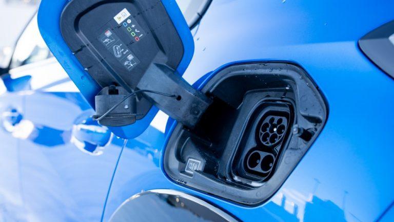 Sähköautojen määrä yli kaksinkertaistui!
