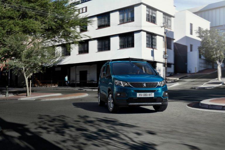 Peugeotin henkilöautomallisto kasvaa kesällä sähköisellä e-Rifter-mallilla