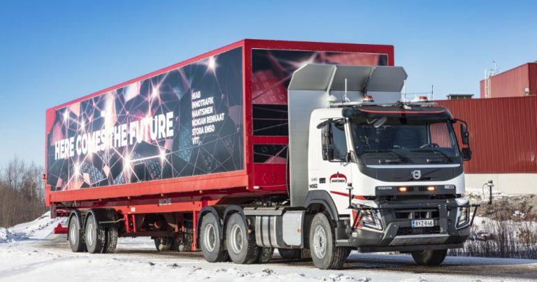Automaattisesti ajava kuorma-auto testataan Stora Enson tehdasalueella