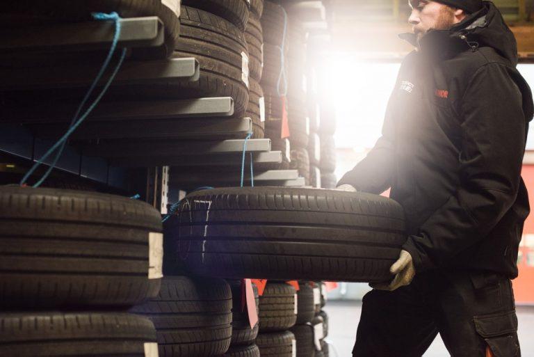 Näin valitset renkaat ja vanteet sähköautoon tai hybridiin