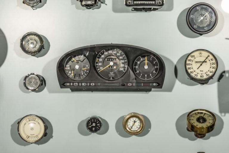 Nopeusmittari oli ensimmäisissä henkilöautoissa valinnaisvaruste