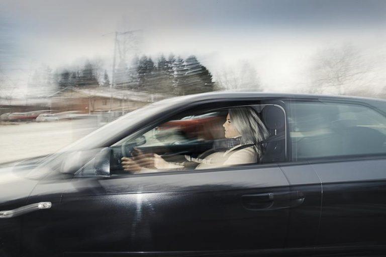 Automaatio saa avustaa, mutta ajaminen halutaan hoitaa itse!
