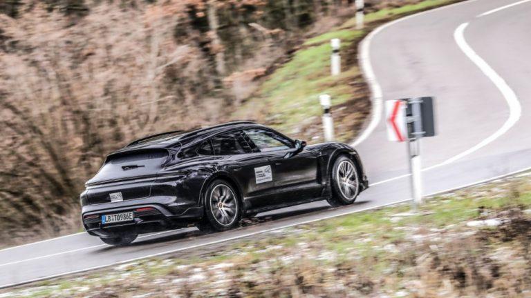 Porsche Taycan Cross Turismo kävi läpi haastavat testit ennen torstain maailmanensiesittelyä