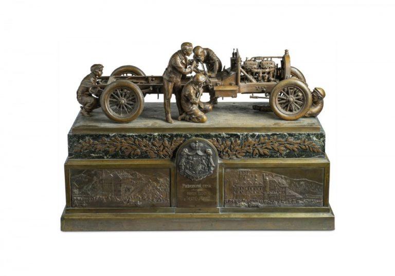 Katso tästä Škodan voittopokaaleja 120 vuoden ajalta
