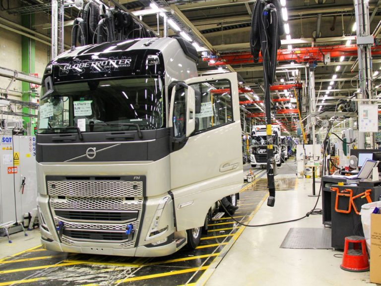 Volvo Trucksin uuden malliston kuorma-autojen sarjatuotanto käynnistyy