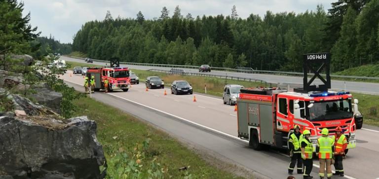 Suomen Palopäällystöliitto huolissaan pelastushenkilöstön turvallisuudesta tieliikenneonnettomuuspaikoilla