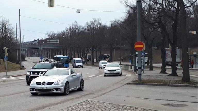 Yllättävän moni ajaa Helsingissä vielä nastarenkailla